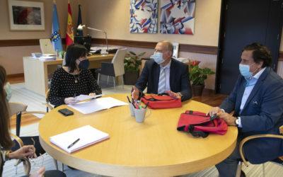 Reunión de Manuel Pérez Masero Presidente de Cecap Galicia, Vicepresidente Pedro Rey  con la Directora Xeral de Formación e Colocación, Dª Zeltia Lado Lago
